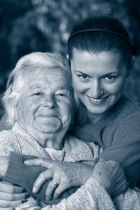 ragazza-con-anziana